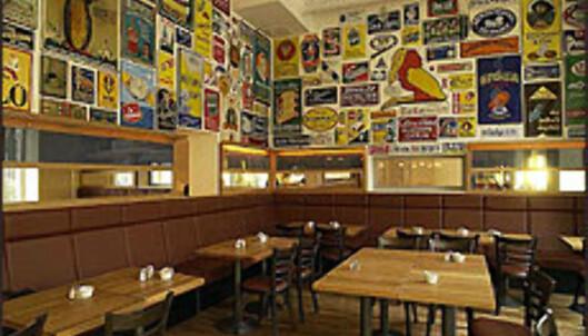 ABBA-legenden Benny Andersen har åpnet et hotell med kino, bakeri, restauranter og barer i Stockholm. Her fra kafeen.<br /> <br /> <I>Foto: Tommy Bäcklin<I> Foto: Tommy Bäcklin