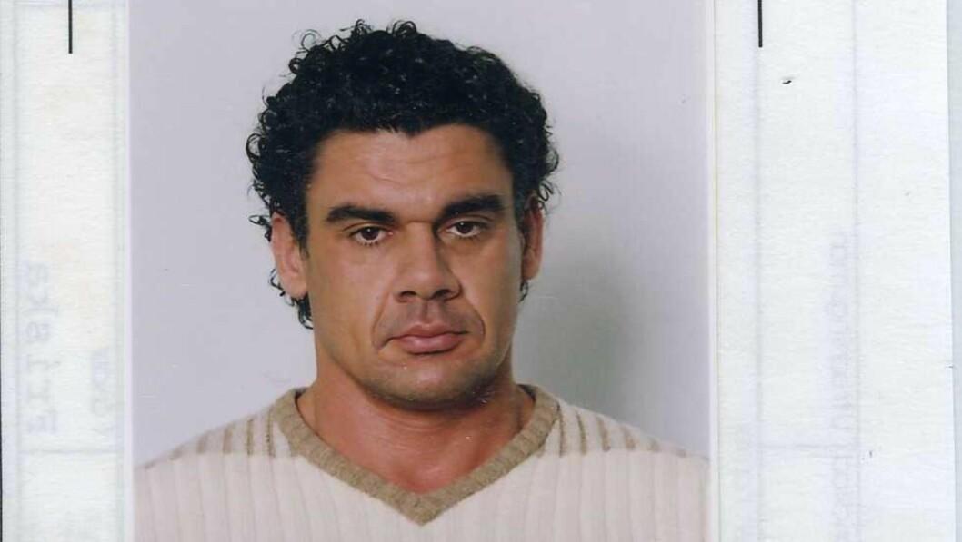 ETTERLYST: Stefan Tapai er fortsatt på frifot. - Dessverre har vi ikke klart å pågripe ham og stille ham for retten, sier svensk politi. Foto: Polisen / Expressen