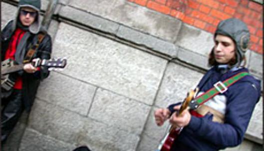 Disse gutta remjer Jimi Hendrix-låta <I>Hey Joe</I> i Tempel Bar. Morgendagens U2?<br /> <br /> <I>Foto: Inga Holst</I> Foto: Inga Holst