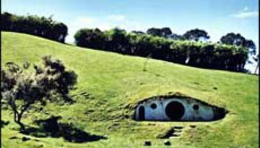 Hobbiton ble bygget på privat grunn, og er den eneste av kulissene bygget for filmen som ennå står.<br /> <I>Foto: Det newzealandske turistkontor</I> Foto: Foto: Det newzealandske turistkontor
