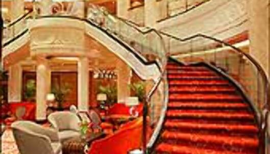 Båtens lobby. Denne trappen bare roper på at du skal gjøre din entre.