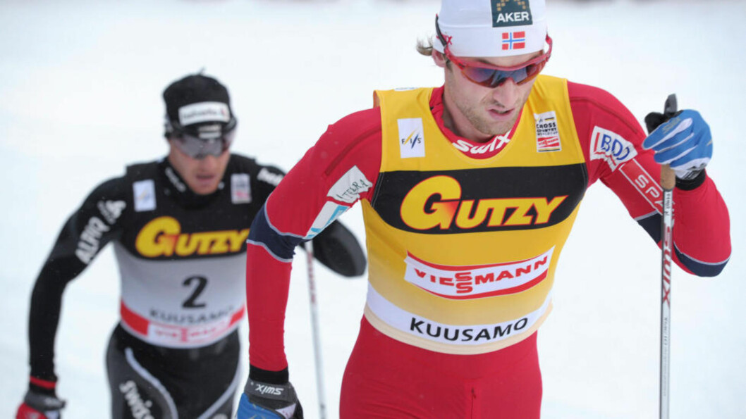 <strong>TROR IKKE NOE PÅ COLOGNA:</strong> Petter Northug tror Dario Cologna bløffer når han sier at han ikke kan ta igjen Northug i verdenscupen. Her er duoen under et renn i Kuusamo. Foto: LEHTIKUVA / Heikki Saukkomaa / NTB scanpix