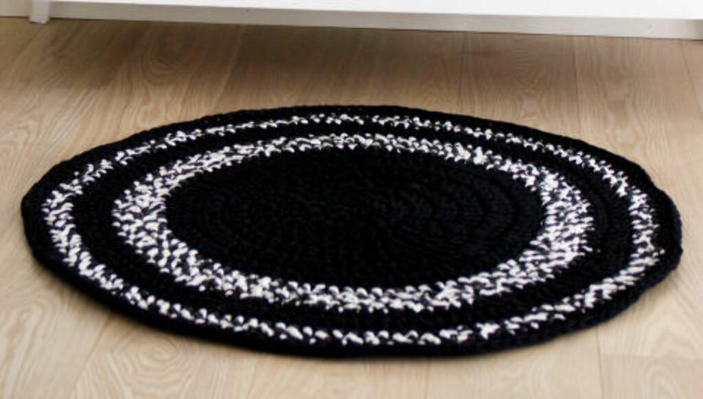 HEKLET TEPPE: Hekle ditt eget teppe med tykt garn. Perfekt til gangen eller badet. FOTO: Ane Nærø