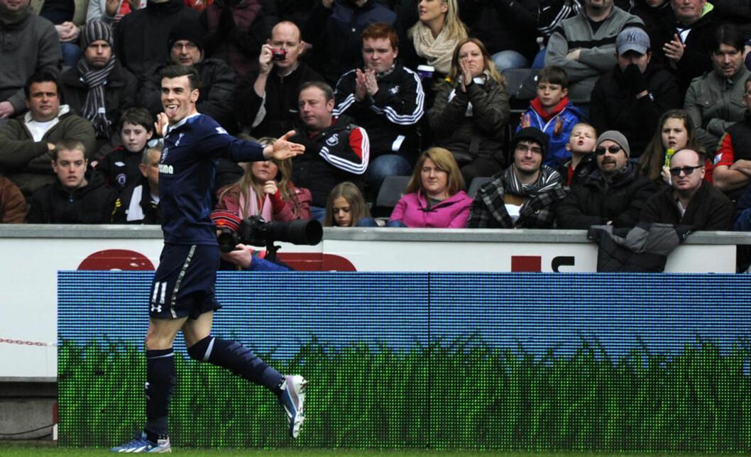 <strong>GLADGUTT:</strong> Tottenham Hotspurs Gareth Bale feirer her sin 17. ligascoring for sesongen. Tottenham slo tilbake etter en dårlig periode, og vant 2-1 mot Swansea i ettermiddag. Foto: REUTERS / Rebecca Naden / NTB Scanpix