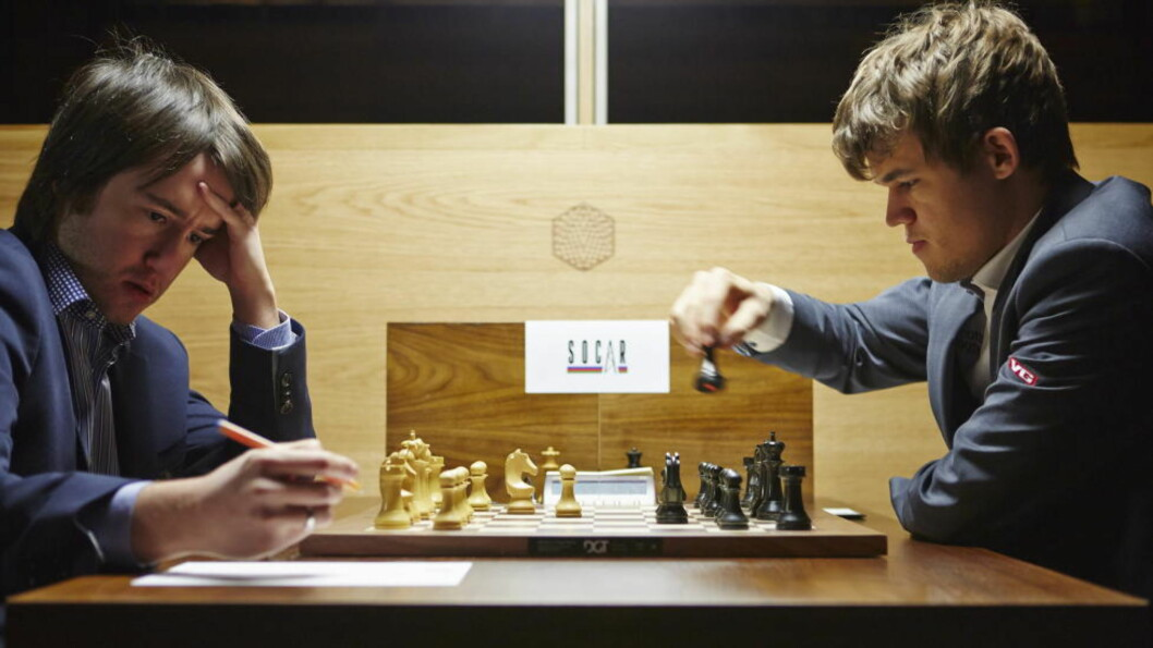 <strong>SVÆRT NÆR VM-KAMP:</strong> Magnus Carlsen vant med svarte brikker mot Teimour Radjabov fra Azerbaijan, i turneringens nest siste runde før det avsluttes i morgen.  Foto: MORTEN RAKKE / NTB scanpix