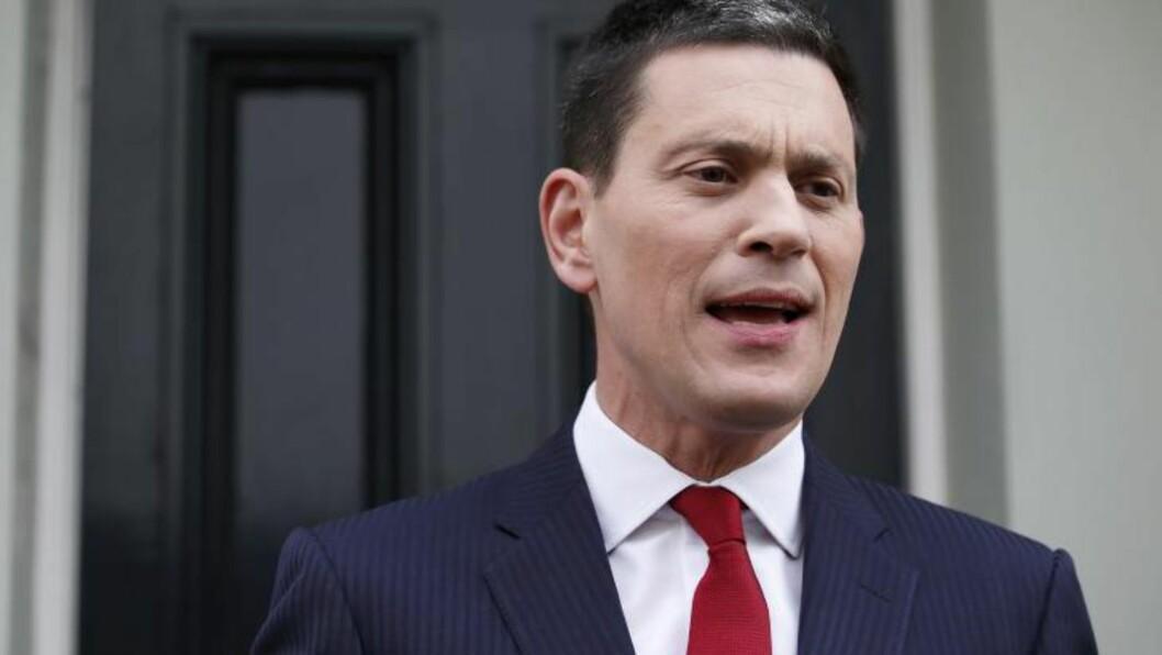 <strong>TREKKER SEG:</strong> Labour-politiker David Miliband er sønn av jødiske immigranter. Sist uke kunngjorde han at han trekker seg fra parlamentet. I kveld trekker han seg også fra styret i Sunderland etter ansettelsen av den selverklærte fascisten Paolo di Canio som ny manager. Foto: JUSTIN TALLIS, AFP / NTB SCANPIX