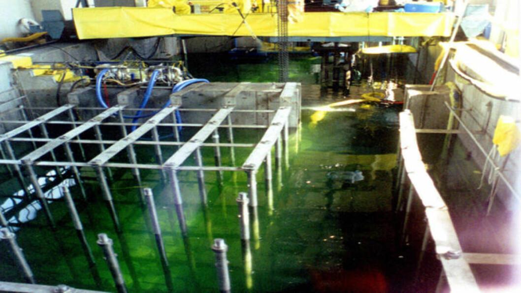 <strong>BRENSELSSTAVER:</strong> Dette bildet fra 1996 viser brenselsstaver i Yongbyon-anlegget. Foto: AP/YONHAP