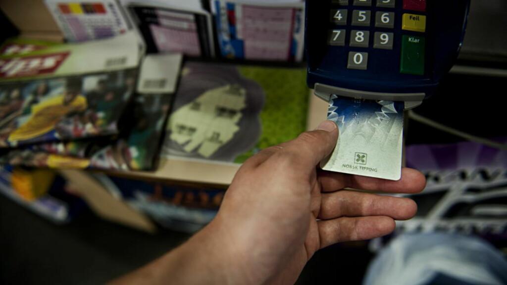 Spillerkort må du ha: Men du trenger ikke gå til kiosken for å levere oddskupongene. Det er enklere hjemme, og du øker vinnermulighetene med et utvidet spilletilbud. Foto: Benjamin A. Ward / Dagbladet.