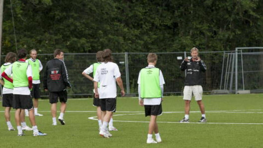 <strong>FAVORITT:</strong> Gaute Larsen og Asker er favoritter til opprykk i 2. divisjon avd. 1. Foto: Audun Braastad / NTB scanpix