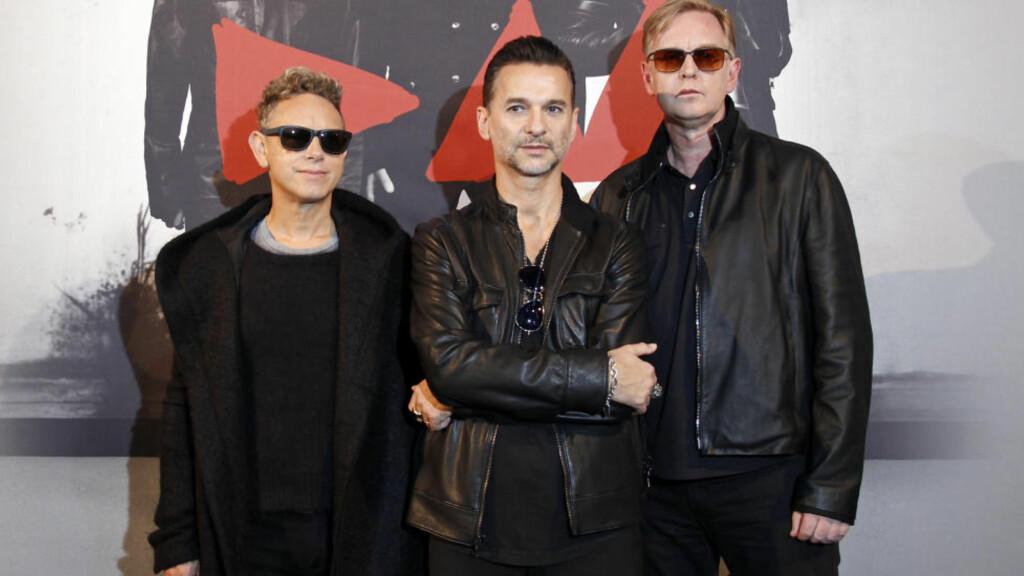 TIL NORGE:  Herrene i synthpop-gruppa Depeche Mode kommer til Norge mot slutten av året. Fra venstre står Martin Gore, Dave Gahan og Andrew Fletcher. Foto: REUTERS/Benoit Tessier