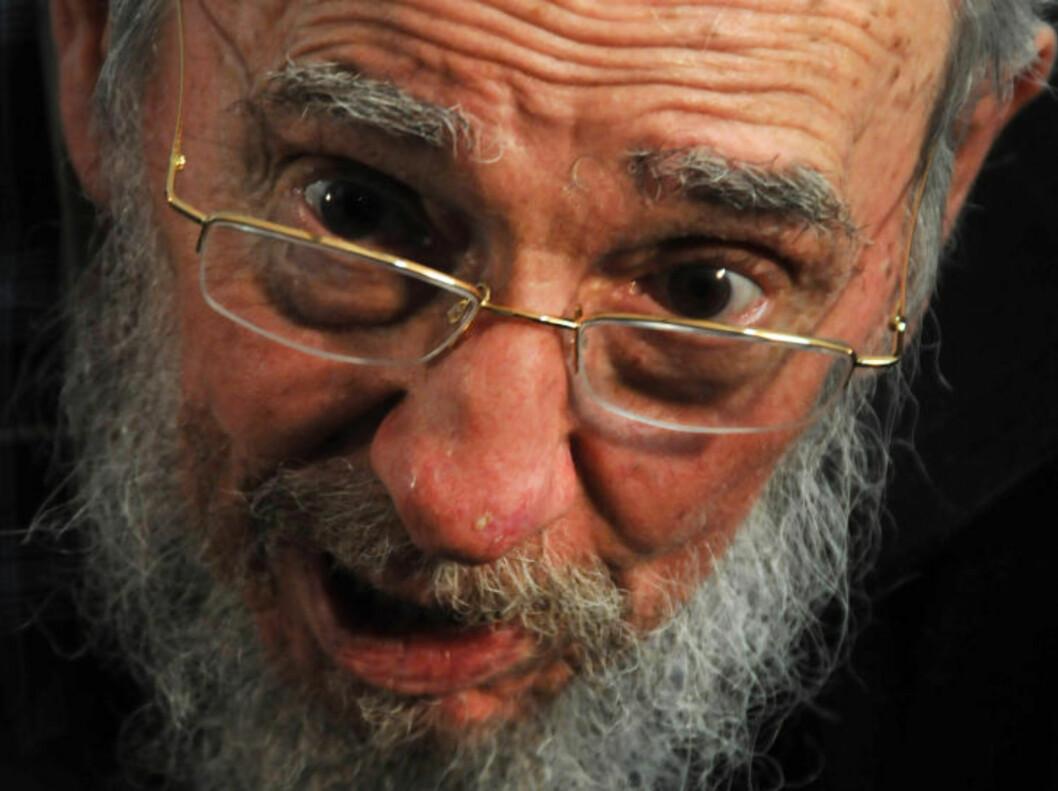<strong>RETTER PEKEFINGEREN MOT KIM:</strong> 86-årige Fidel Castro uttrykker seg i sterke ordelag kritisk mot Kim Jong-uns trusselretorikk. Foto: ISMAEL FRANCISCO / CUBADEBATE / AP / NTB SCANPIX