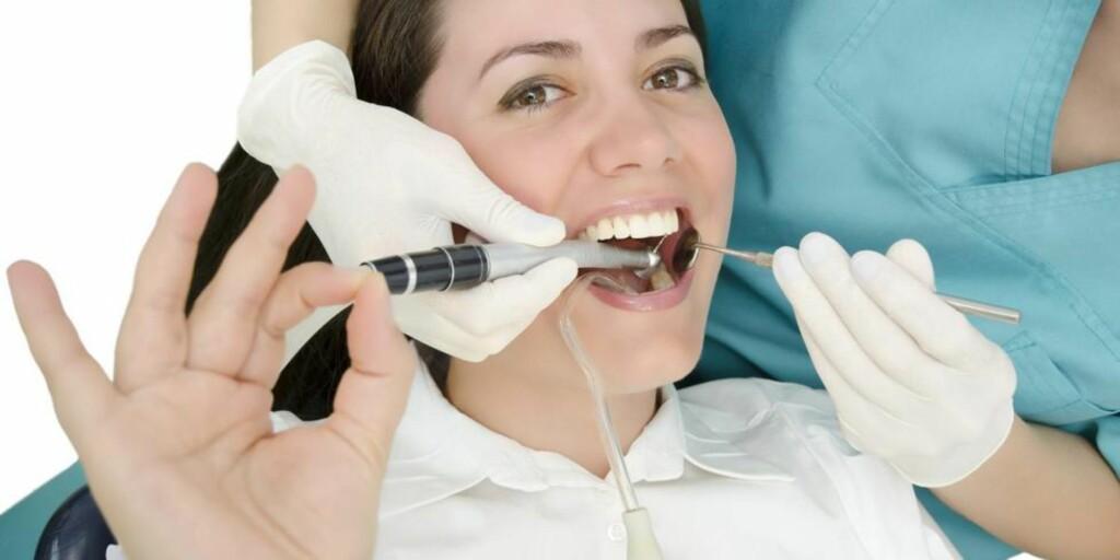 PASIENTEN ER SJEFEN: Mange har blitt overkjørt av skoletannlegen i sin tid, og det kan ha utløst tannlegeskrekken. Det er viktig at pasienten får bestemme over prosessen. ILLUSTRASJONSFOTO: Colourbox
