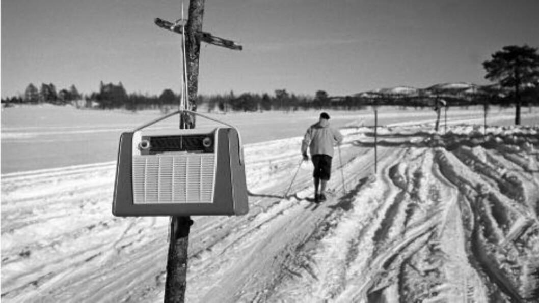<strong>GIKK PÅ LYDSIGNAL:</strong>  Åtte reiseradioer ble plassert rundt i treningsløypa på Beitostølen for å hjelpe de blinde med skitreningen. FOTO: Aaserud / Aktuell / Scanpix.