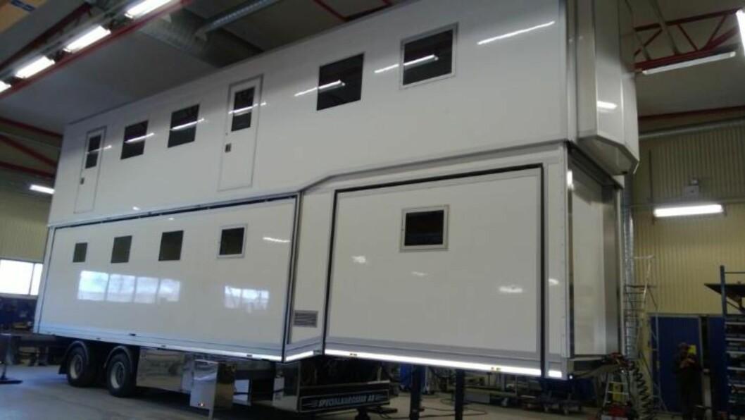<strong>DOBBELDEKKER:</strong> Det er selvsagt to etasjer på traileren det norske laget kjører rundt på v-cuprenn.