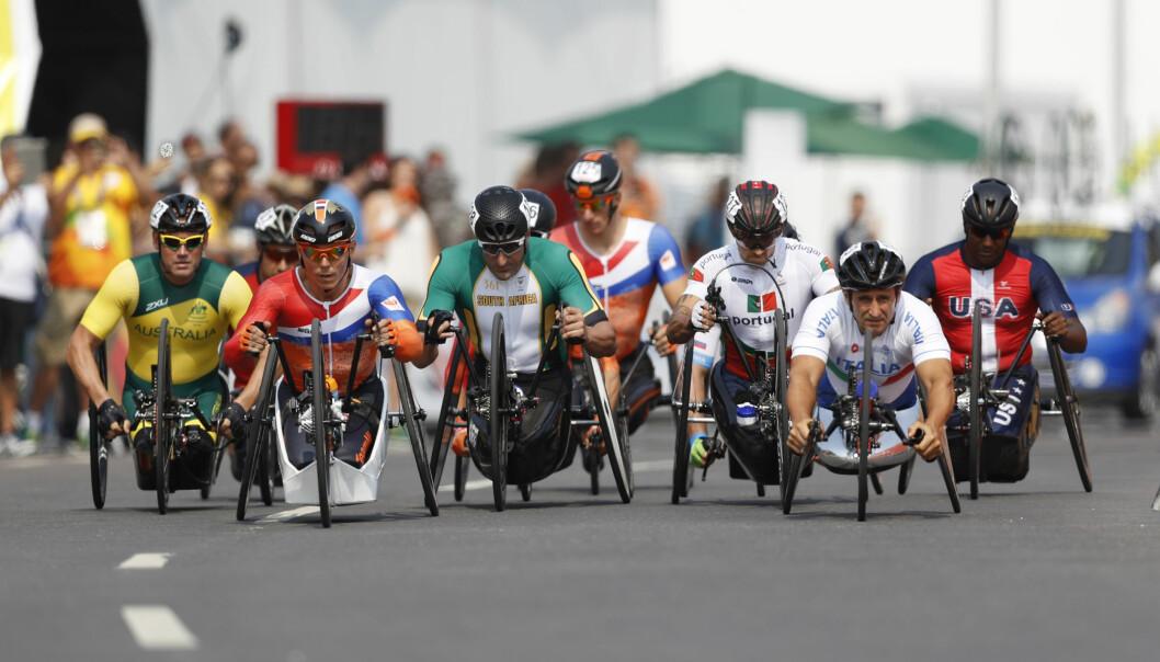 <strong>SYKKELFINALE:</strong> Røft på landeveien i Paralympics. Stevnet ble enda en stor publikumssuksess for paraidrettene. FOTO: REUERS/Ueslei Marcelino