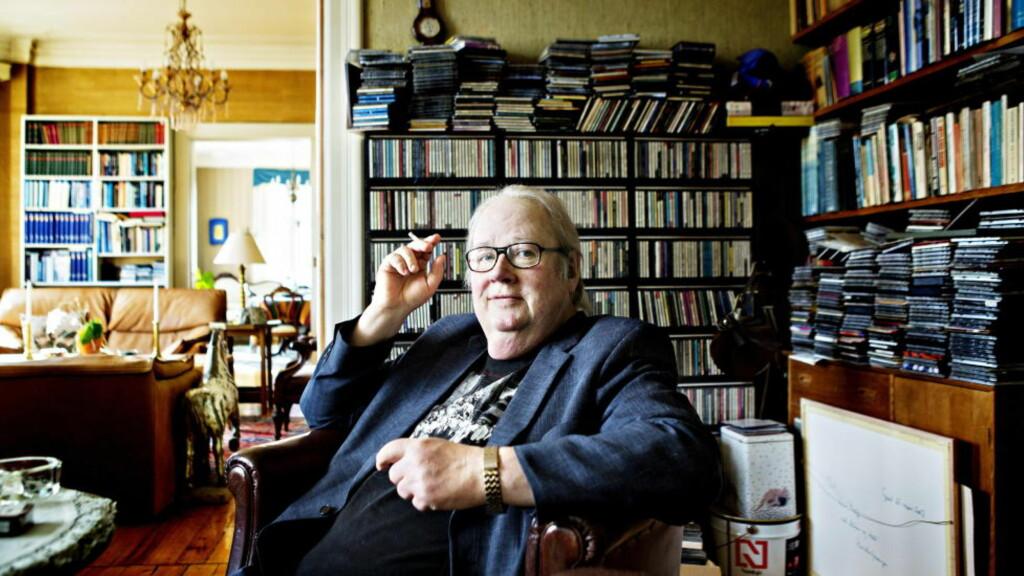 HJEMMEKONTOR: Knut Borge sitter ofte hjemme når han forbereder seg til «Studio Sokrates» og «Bluesasylet». Kunnskapen har han i hodet, programlederlegenden er europamester i jazz-trivia. Foto: NINA HANSEN
