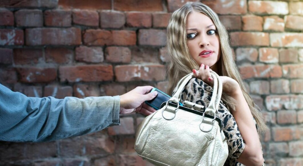 <strong>SLETT:</strong> Blir mobilen din stjålet, kan du fjernslette den, slik at tyvene ikke får tilgang til din Facebook-konto, e-post og annen personlig informasjon. Illustrasjonsfoto: Evgeniya Tubol / Dreamstime.com