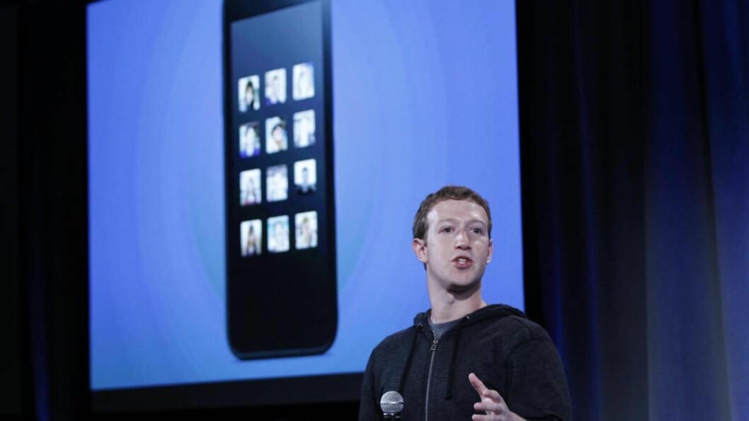 <strong>REKLAMEBOARD:</strong> Facebook har utviklet et nytt system for Android-telefoner, som gjøre dem til «Facebook-telefoner». Slik kan Mark Zuckerberg formidle enda mer direkte reklame til deg. Dagbladets Jan Omdahl er ikke spesielt begeistret - noe du kan lese mer om i artikkelen. Foto: ROBERT GAILBRAITH / REUTERS / NTB SCANPIX