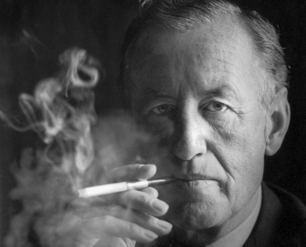<strong>BANEBRYTER:</strong> Foruten James Bond-bøkene skrev Ian Fleming en barnebok, en bok om diamantsmugling og to reisebøker. Både stilen og strukturen i Bond-romanene er grundig analysert. Han var en slags hardkokt poet for den kalde krigen. Foto: Scanpix