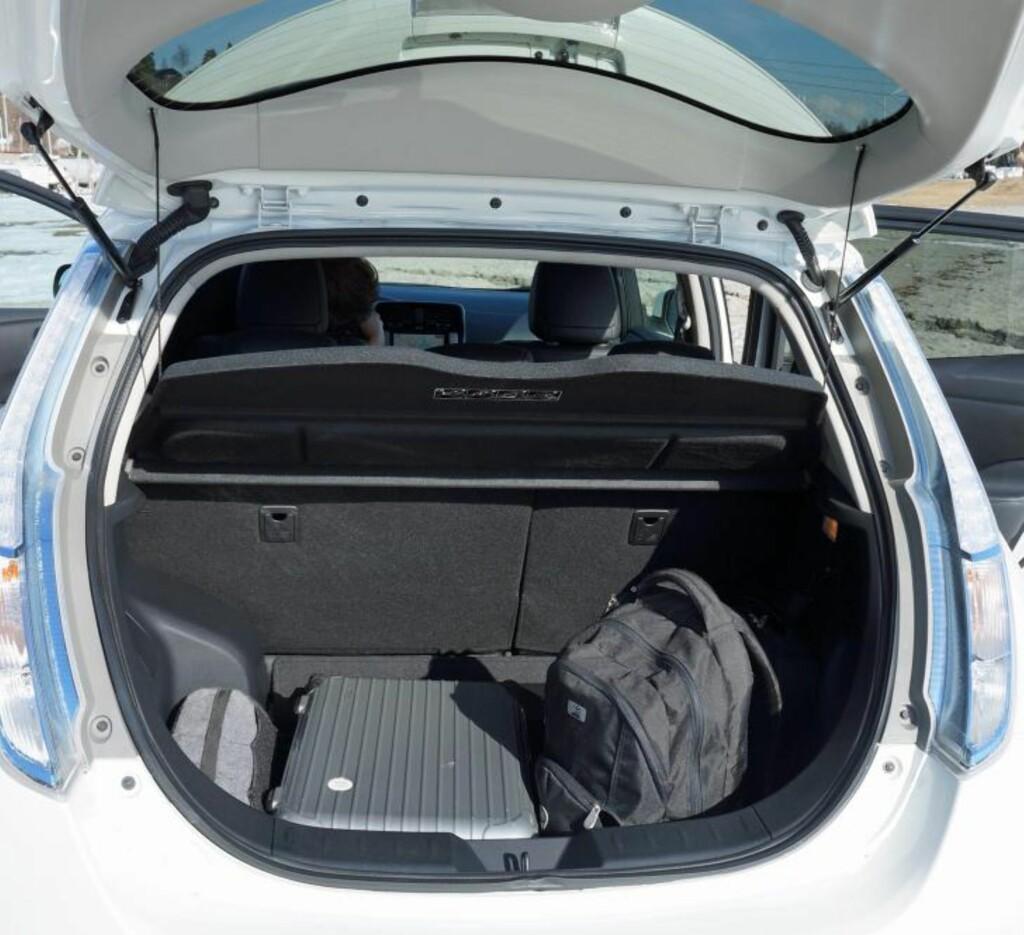 STØRRE BAGASJEROM: Leaf har fått 40 nye liter i bagasjerommet, og har dermed plass til en reisekoffert ekstra. FOTO: Geir Svardal