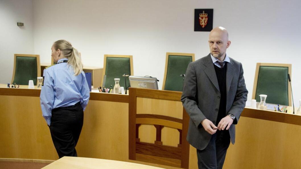 <strong>FORLENGET VARETEKT:</strong> Den 51 år gamle kvinnen, som er siktet for å ha drept sin ektemann (57) i Tranby utenfor Drammen, ble framstilt for videre varetekt i Drammen tingrett den 12. april. Politiadvokat Vibeke Gjøslien Martins (t. v.) ønsket å varetektsfengsle kvinnen i fire uker. Bent Luther, siktedes forsvarer, anket men har nå fått anken forkastet av Borgarting lagmannsrett. Foto: Øistein Norum Monsen / DAGBLADET