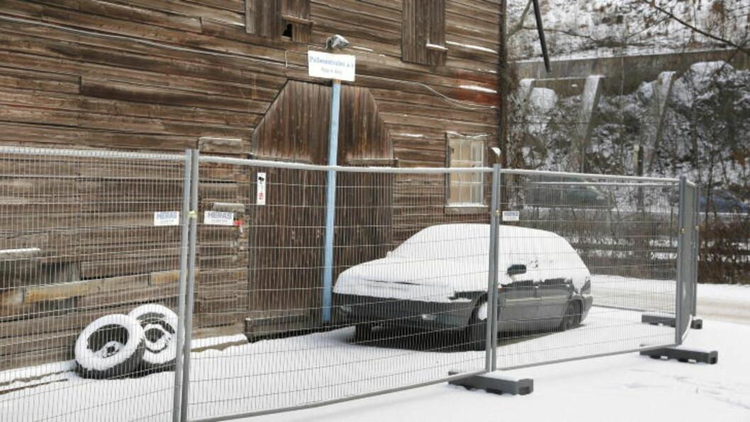 <strong>- FJERNET GJENSTANDER:</strong> I en campingvogn fra dette lagerlokalet på Bryn mener politiet den drapsiktede mannen har fjernet gjenstander. Foto: Jacques Hvistendahl