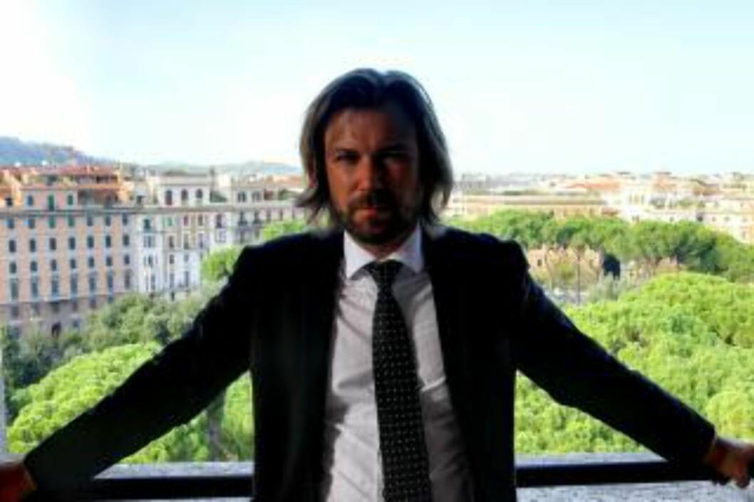 <strong>- EN SKANDALE:</strong>  Professor Alf Petter Høgberg mener forsinkelsen av inn føringen av den nye straffeloven er en skandale. Foto: UIO