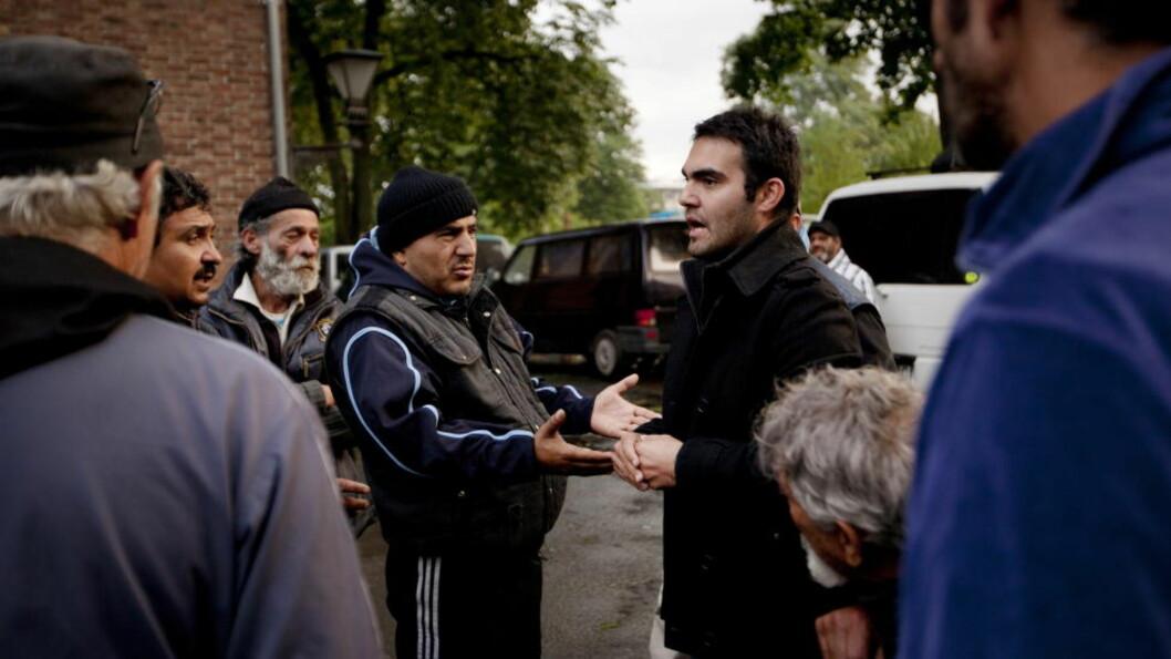 <strong> - UTSATT FOR KORRUPT PÅTALEMYNDIGHET OG RETTSVESEN:</strong>  Nicolae Stoica (til høyre) kan ikke utvises fra Norge til Romania fordi han feilaktig ble dømt der, sier Oslo tingrett i en kjennelse. Her utenfor Sofienberg kirke i Oslo i fjor høst i forbindelse den omdiskuterte romleiren der. FOTO: HILDA NYFLØT / DAGBLADET