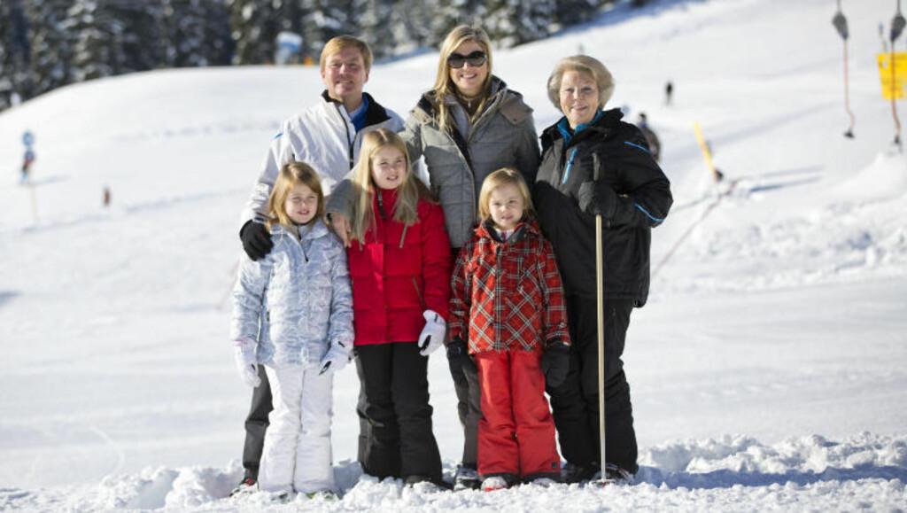 FAMILIEN: Her er (bak f.v.) Willem-Alexander, prinsesse Maxima og dronning Beatrix. Foran står døtrene til Willem-Alexander og Maxima; prinsessene Amalia, Alexia og Ariane. Foto: Stella Pictures