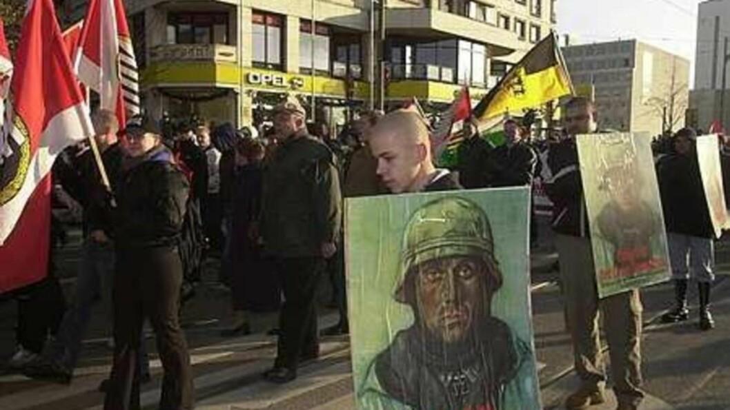 <strong>Tysk opprinnelse:</strong> En avdød, navngitt tysk nynazist skal ha vært sentral i bombeattentatet i København i 1992. Her demonstrerer nynazister fra Tyskland og andre nasjoner i Berlin i 2005. Foto: Gorm K. Gaare