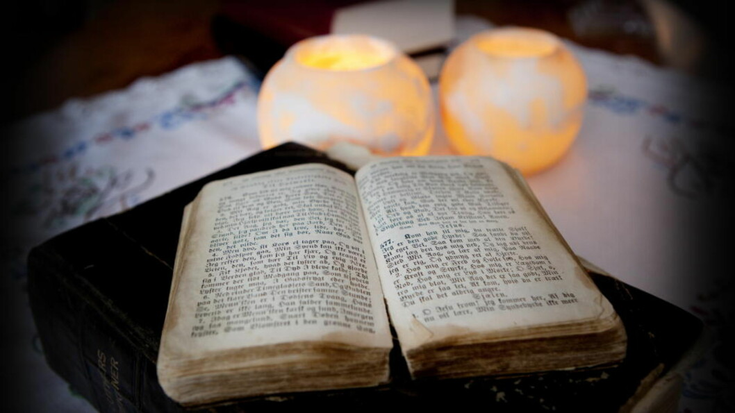 <strong>PINLIG:</strong> Bibelen er nummer to på lista over pinlige lesestoff, bare slått av Se og Hør.  Foto: Jon Terje Hellgren Hansen / Dagbladet
