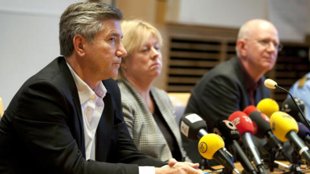 RESPEKTERT: Dag Andersson (t.v.) skal lede etterforskningen av drapet på Olof Palme. Her møter han pressen under etterforskningen av Petar Mangs i Malmö. Foto: Stig-Åke Jönsson / NTB Scanpix