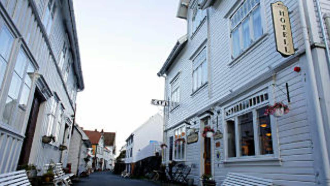 <strong>AUGUST:</strong> Sogndalstrand med fredede bygninger og fredelige omgivelser i Rogalands «ukjente» perle. Foto: OLE C. H. THOMASSEN