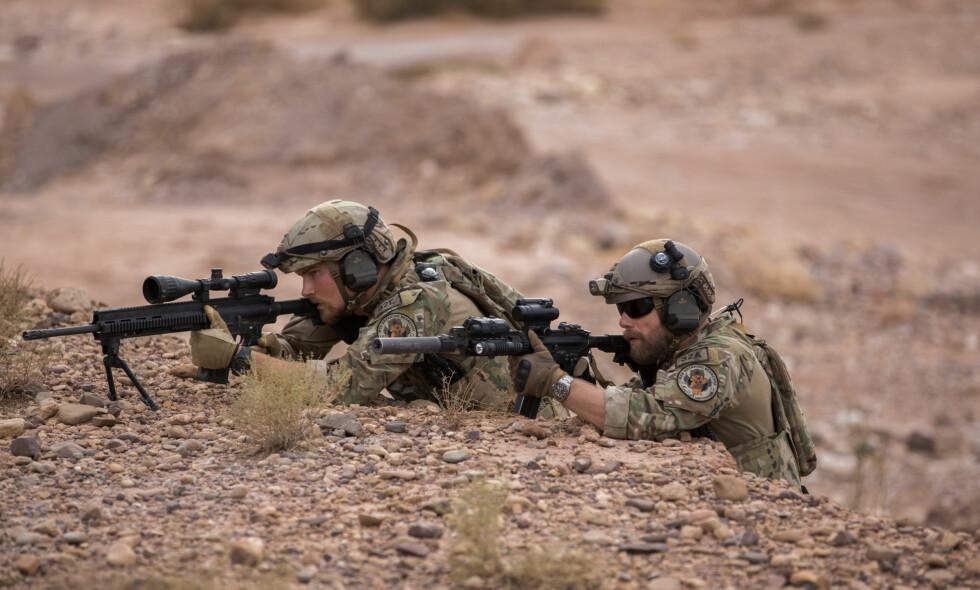 """BAKHOLDSANGREP: Her går&nbsp;<span style=""""background-color: initial;"""">«Nobel»-soldatene til angrep mot det som viser seg å være Taliban. Bildet er hentet fra episode 4. Foto: NRK</span>"""