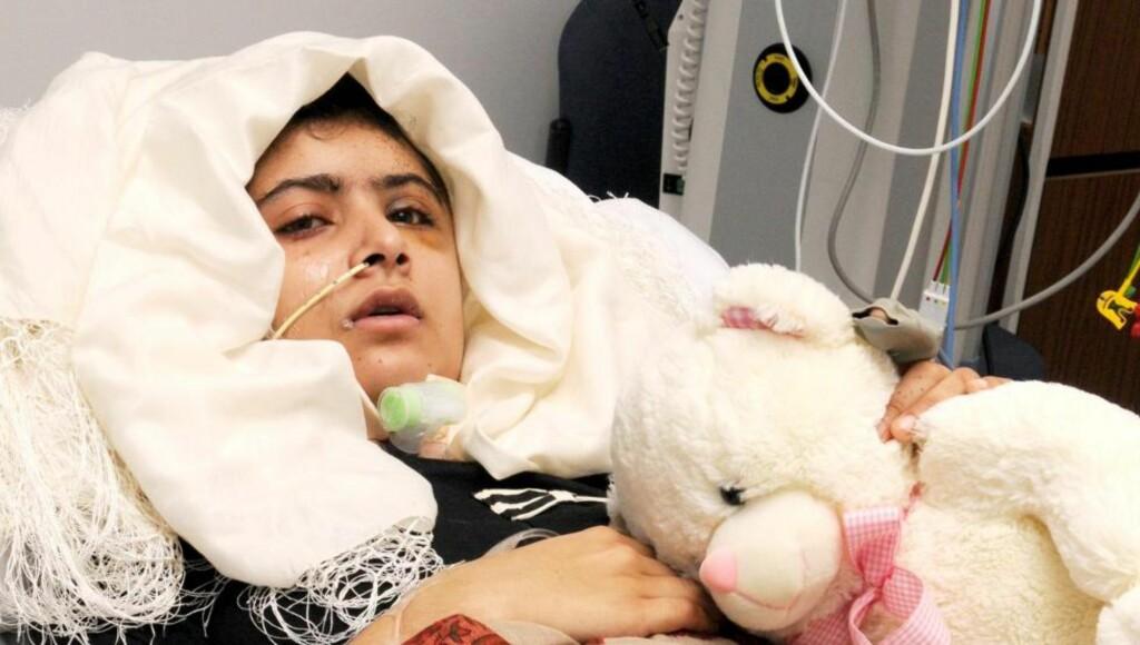 DRAPSFORSØK: Malala Yousufzai på The Queen Elizabeth Hospital i Birmingham. Foto: REUTERS/Queen Elizabeth Hospital Birmingham/NTB scanpix