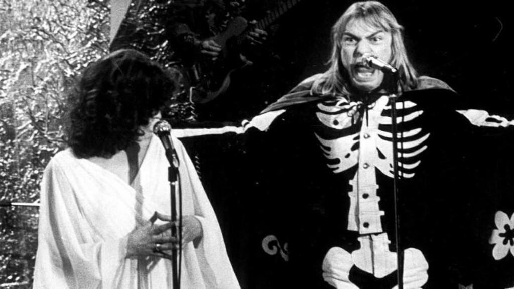 ORIGINALEN: Jahn Teigen og Inger Lise Rypdal framfører sangen «Voodoo» i finalen, Melodi Grand Prix i 1976.  Foto: Stein Dag Jensen / Dagbladet