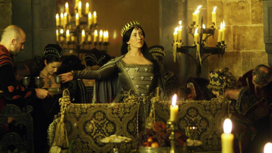 FRA «THE TUDORS»:  Maria Doyle Kennedy, ikke minst kjent fra  «Downton Abbey» og The tudors skal spille venninne av hovedrollen i den nye filmen. Her er hun i rollen som dronning Katherine av Aragon i «The Tudors». Foto: NRK