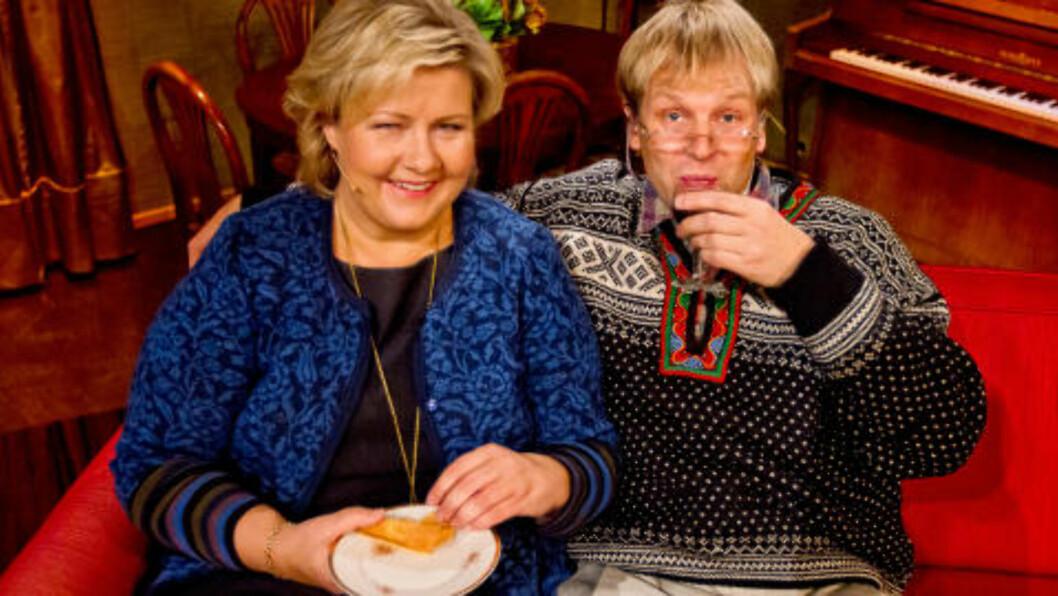 <strong>- KLOVN:</strong> Tilsynelatende provoserte det Anne-Kat. Hærland at Erna Solberg stilte opp som gjest i «Asbjørn Brekke-show». Foto: TVNorge