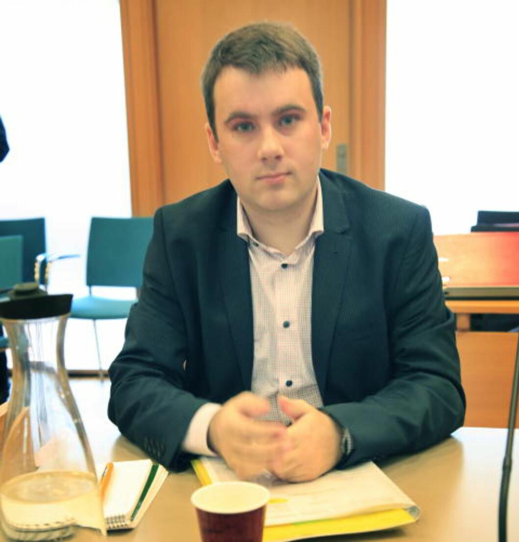 <strong>VURDERER Å SLÅ KONKURS:</strong> Generalsekretær Martin Østerdal fra LNU sier at de vurderer å slå SOS Rasisme konkurs. Her i tingretten i Haugesund. Foto: Jacques Hvistendahl