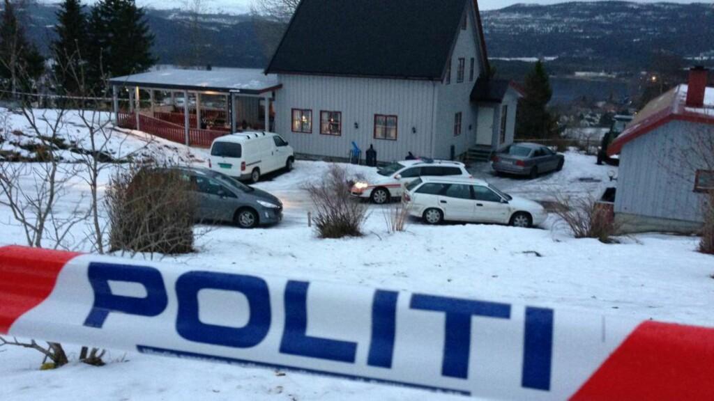FUNNET DØD: I denne boligen på Snåsa ble mannen funnet død onsdag. En kvinne er siktet i saken, og hun ble funnet død i cella hos politiet på Steinkjer lørdag morgen. Foto: BJØRN TORE NESS/Namdalsavisa