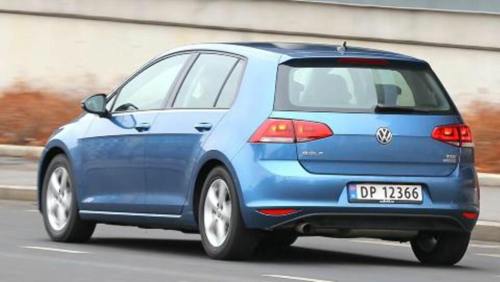 BRED: Designet på hekken gir nye VW Golf et bredbent uttrykk også på standardversjonene. FOTO: Petter Handeland