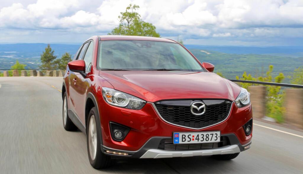 I FINALEN: Om ikke Mazda lykkes med CX-5 i Norge, bør de åpne pølsebod i stedet, lød konklusjonen da Vi Menn Top Gear testet denne. Men blir den Årets Bil 2013? Foto: Terje Bjørnsen