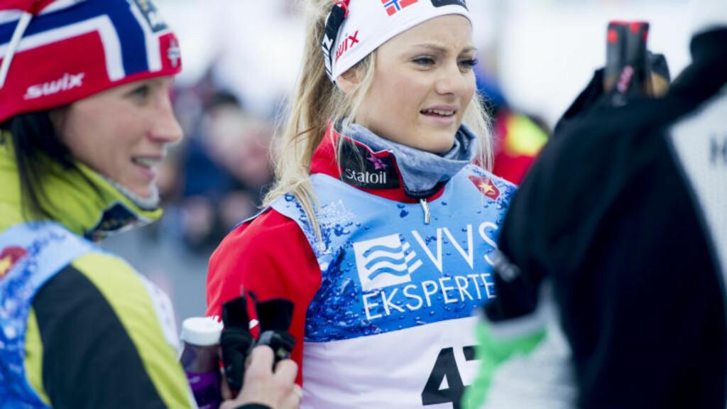 UTFORDRER STJERNENE: Martine Ek Hagen (t.h.) nærmer seg Marit Bjørgen. Foto: Thomas Rasmus Skaug