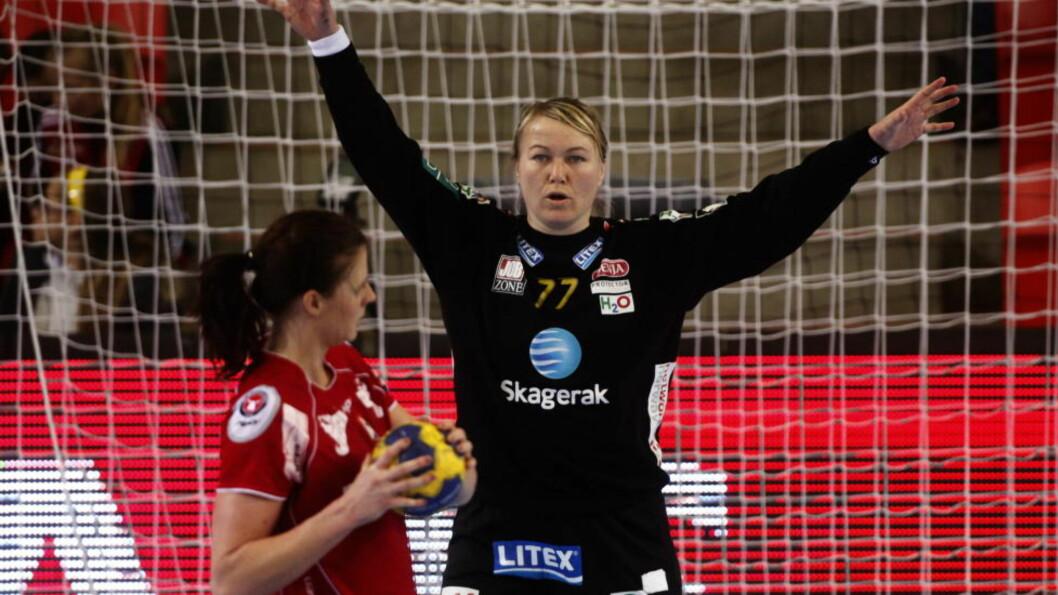 <strong>STORSPILTE:</strong> Cecilie Leganger storspilte i målet og hjalp Larvik til sjumålsseier hjemme mot FTC Hungaria lørdag. Foto: Trond Reidar Teigen / SCANPIX