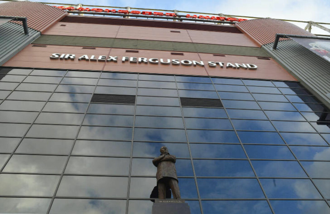 <strong>FORAN TRIBUNEN:</strong> Statuen står på utsiden av Old Trafford, foran tribunen som også bærer Fergusons navn.Foto: NIGEL RODDIS / REUTERS / NTB SCANPIX