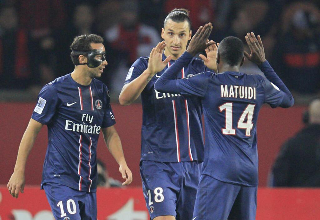 VISTE VEI: Zlatan Ibrahimovic (midten) spilte sin første PSG-kamp på flere uker og ledet klubben tilbake på vinnersporet med sine to scoringer.Foto: Gonzalo Fuentes / REUTERS / NTB Scanpix