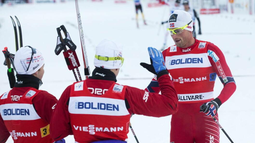<strong>LAGSEIER:</strong> Petter Northug fikk et strålende utgangspunkt av Sjur Røthe (f.v.) Eldar Rønning og Martin Johnsrud Sundby. Foto: Terje Bendiksby / NTB scanpix