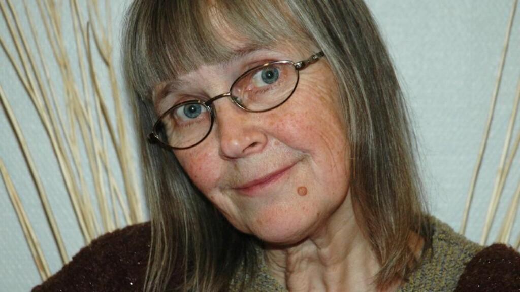BRITT KARIN LARSEN, som også er poet, har sitt helt særegne språk, skriver vår anmelder. Foto: Cappelen