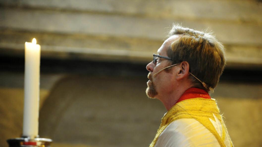 <strong>NEDTUR:</strong> - En alvorlig advarsel til kirken, sier Bjørgvin-biskop Halvor Nordhaug om at færre enn for fire år siden sier at de har et kristent livssyn.  Foto: Marit Hommedal / SCANPIX / POOL