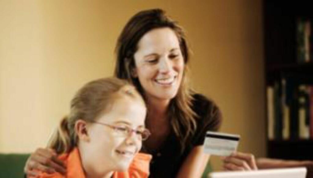 EGET KORT: Flere banker tilbyr nå kort til 7- og 8-åringer selv om de fleste av småkundene er rundt 10 år.  Illustrasjonsfoto: Thinkstock.com